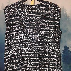 Apt. 9 sleeveless zipper v-neck top; Med